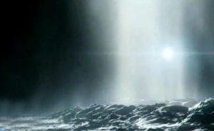Луна Юпитера Европа выбрасывает воду из своего подземного океана в космос 2
