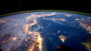 Видео с корабля Crew Dragon астронавт показал Землю из космоса